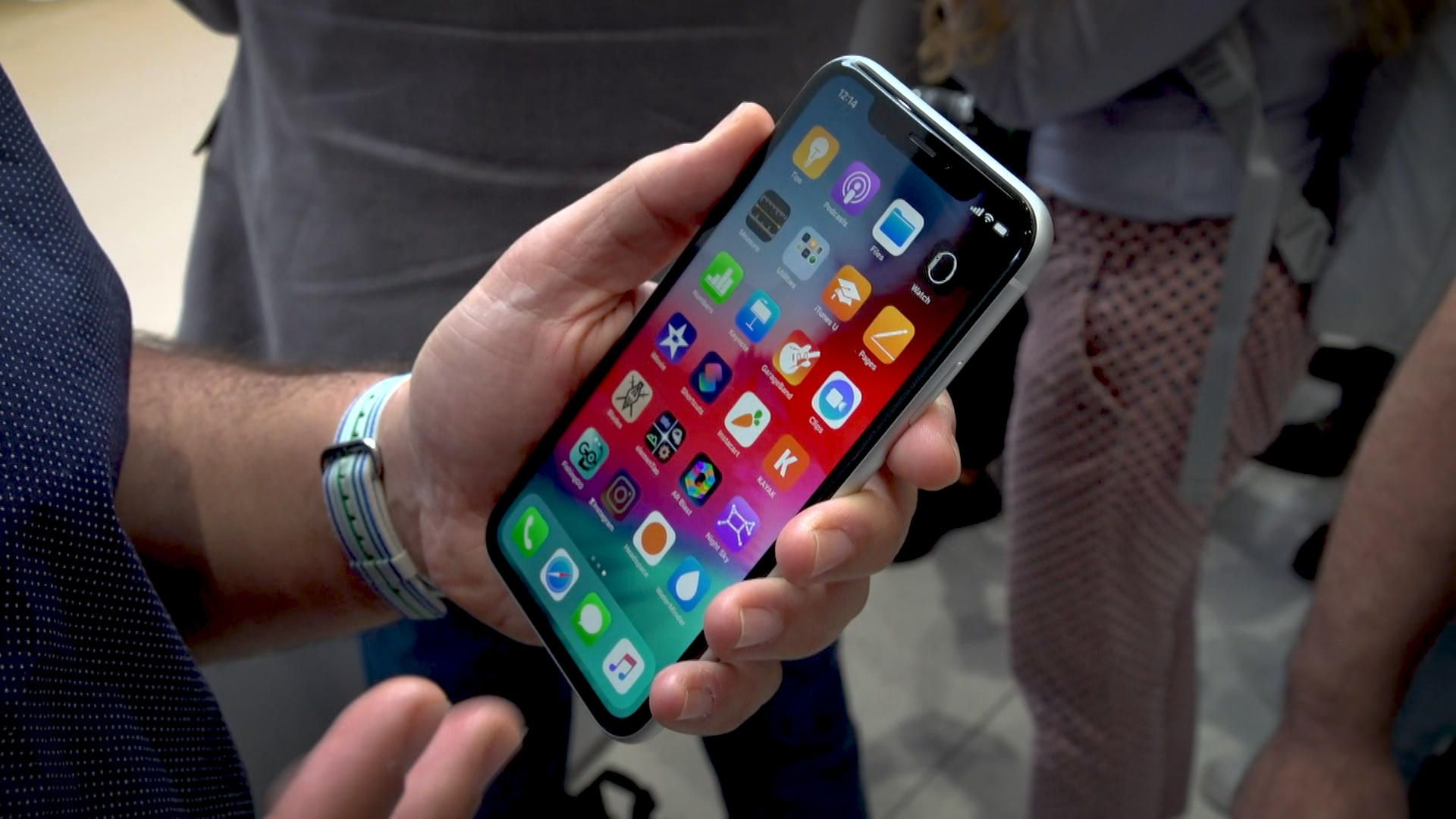 Continued bad Apple suffered iPhone sales decline
