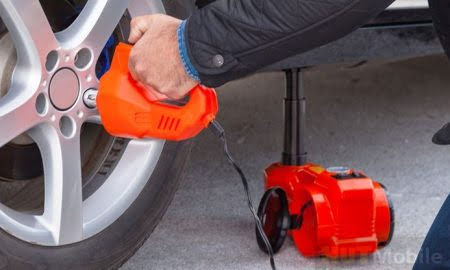 Nut puller: Flexible tool set for tire replacement without any hassle