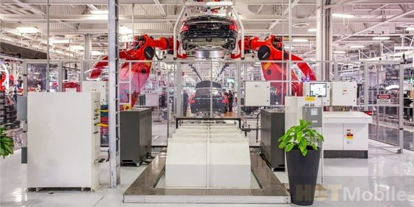 Tesla factory installed production robots is expected to increase annual production capacity to 500,000